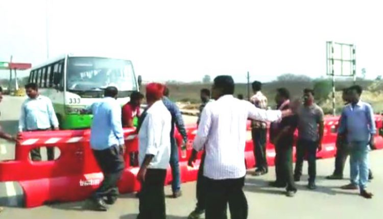 Locals block Biju Expressway protesting toll collection in Sambalpur