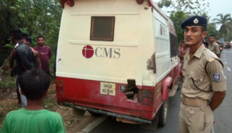 Miscreants Loot Cash from Cash Van after hurling bomb in Khordha
