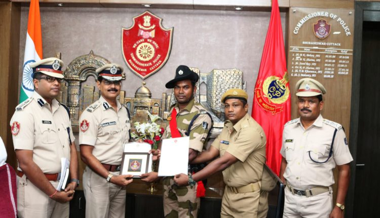 Two Police Personnel Felicitated For Saving The Life Of a Train Passenger