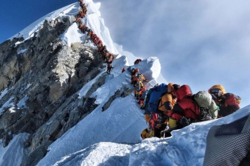 Nepal considers limiting access to Mount Everest