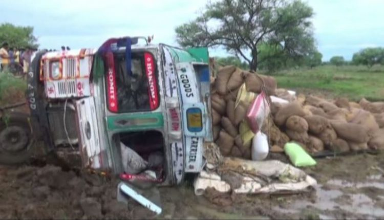 Paddy laden truck kills youth in Odisha