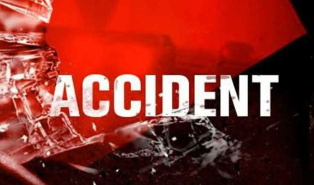 bus overturns on Agra-Lucknow expressway