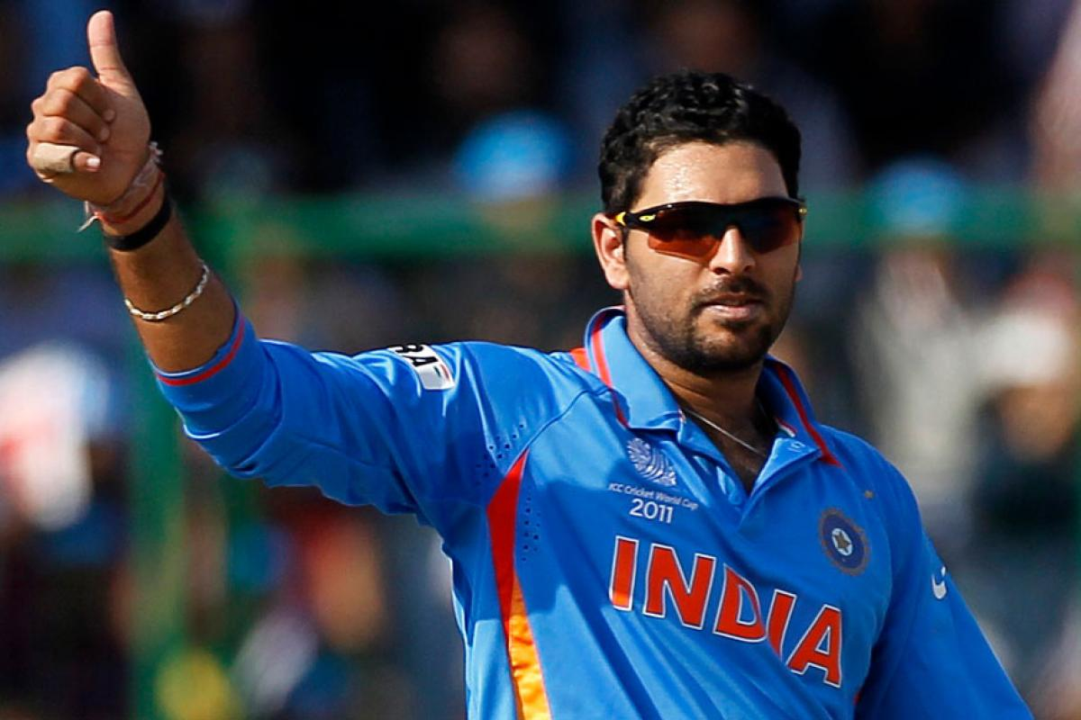 Yuvraj Singh applauds policemen for sharing food with needy during lockdown