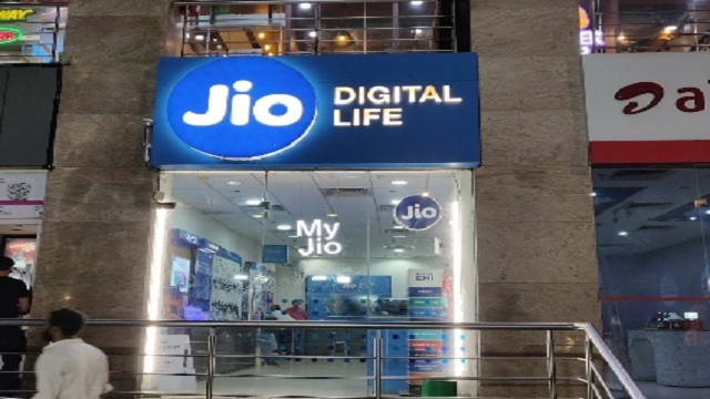 Best Recharge Plans For Jio Prepaid Users Under Rs 500