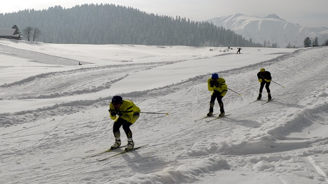 Army plans skiing trips to counter china