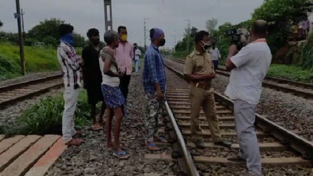 woman commits suicide in bhubaneswar