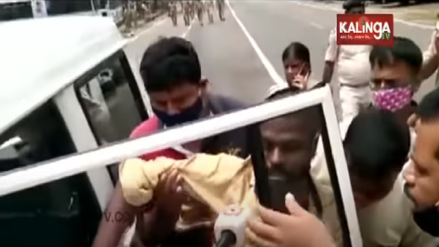 suicide attempt infront of odisha assembly